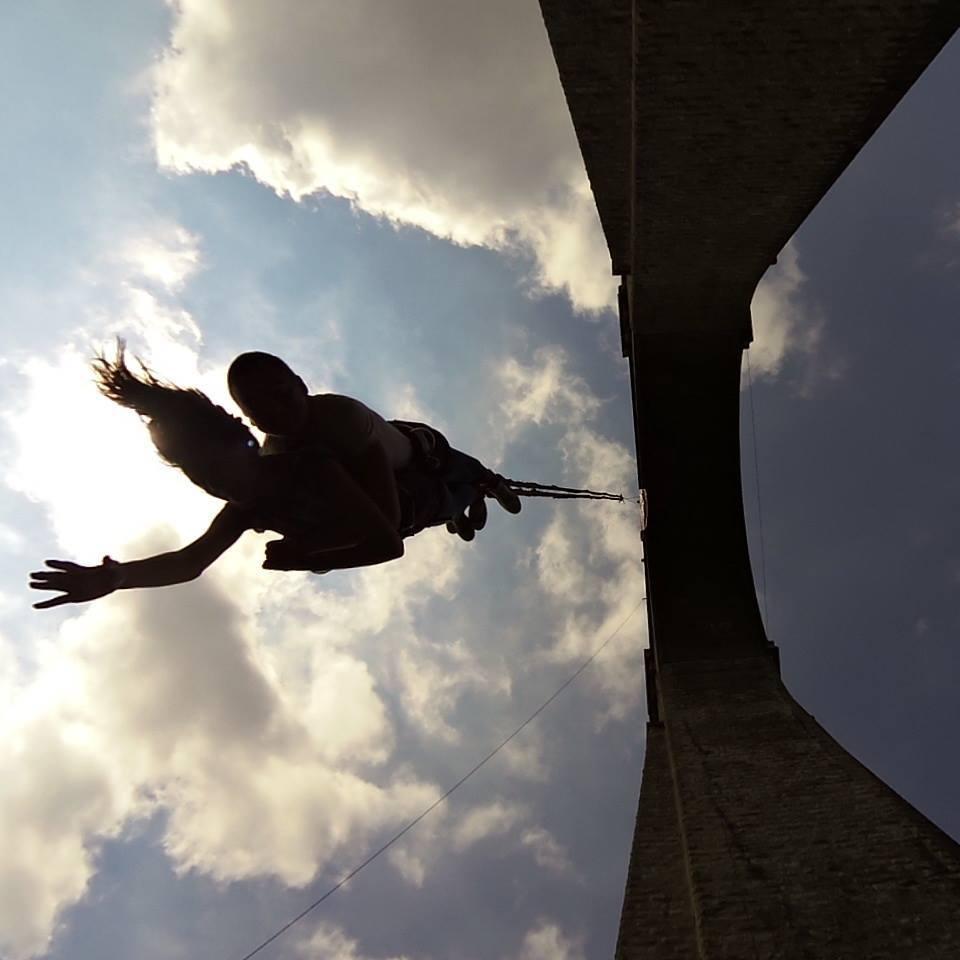 15-ти април: Бънджи скокове на Буново