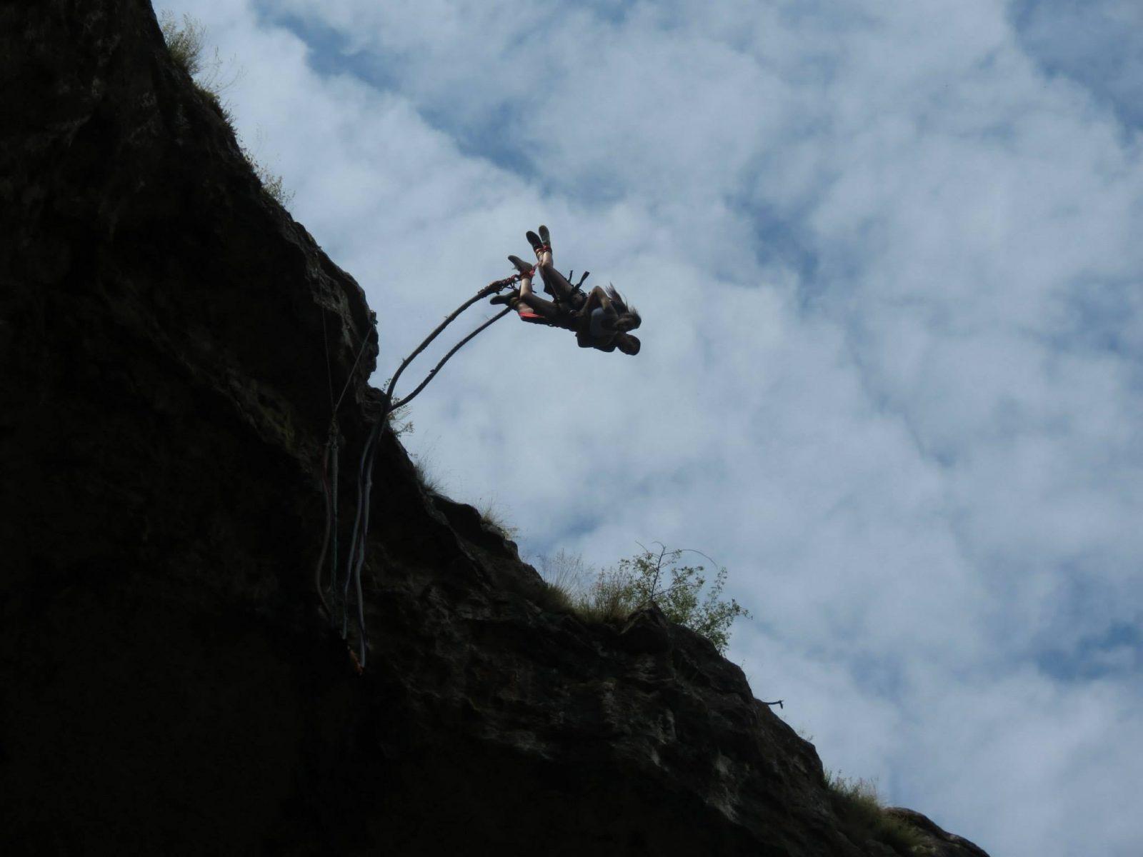 08-ми юли: Бънджи скокове на Проходна пещера