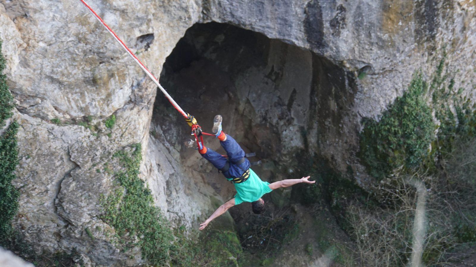 10-ти март: Бънджи на Проходна пещера