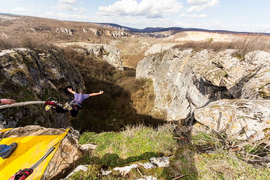 31 март -Бънджи скокове на Проходна пещера