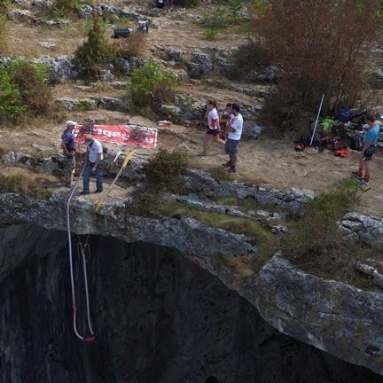 07ми март, 2020 – бънджи скокове от пещера Проходна!