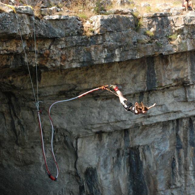 17 aприл – Бънджи скокове от Проходна пещера