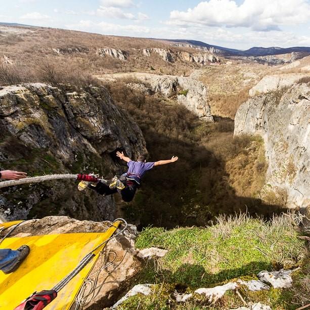 23-ти май - Бънджи скокове от пещера Проходна